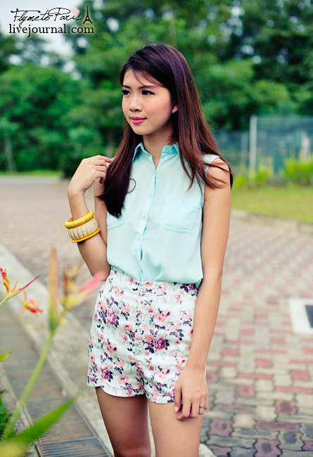 Floral Buttons Pocketed Blouse in Mint
