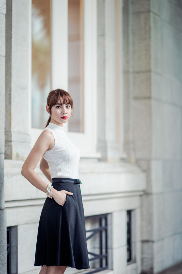 Maryann Bow Midi Skirt in Black