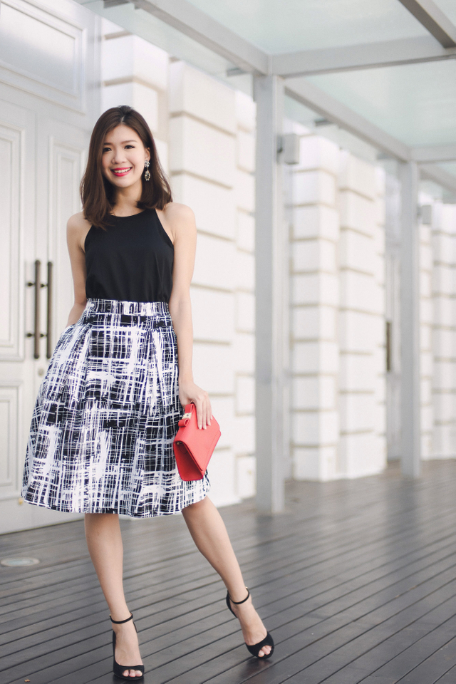 Millie Two Pleats Midi Skirt in Mono Abstract