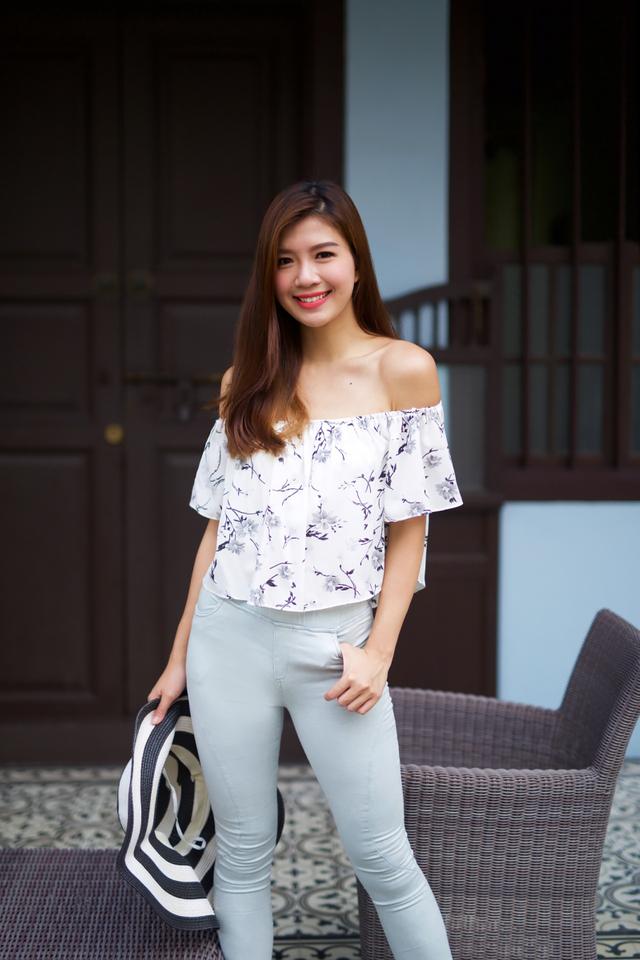 Summer Love Off-Shoulder Top in Monochrome Florals